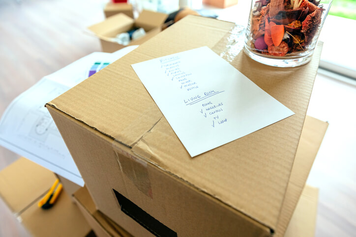 Four simple and easy tips for packing fragile items for moving