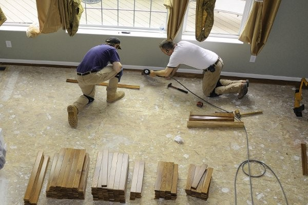 What are the benefits of hiring a water damage restoration company?